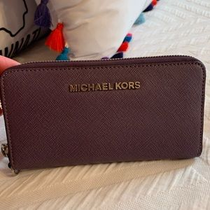 Michael Kors wallet. Gently used, great condition.